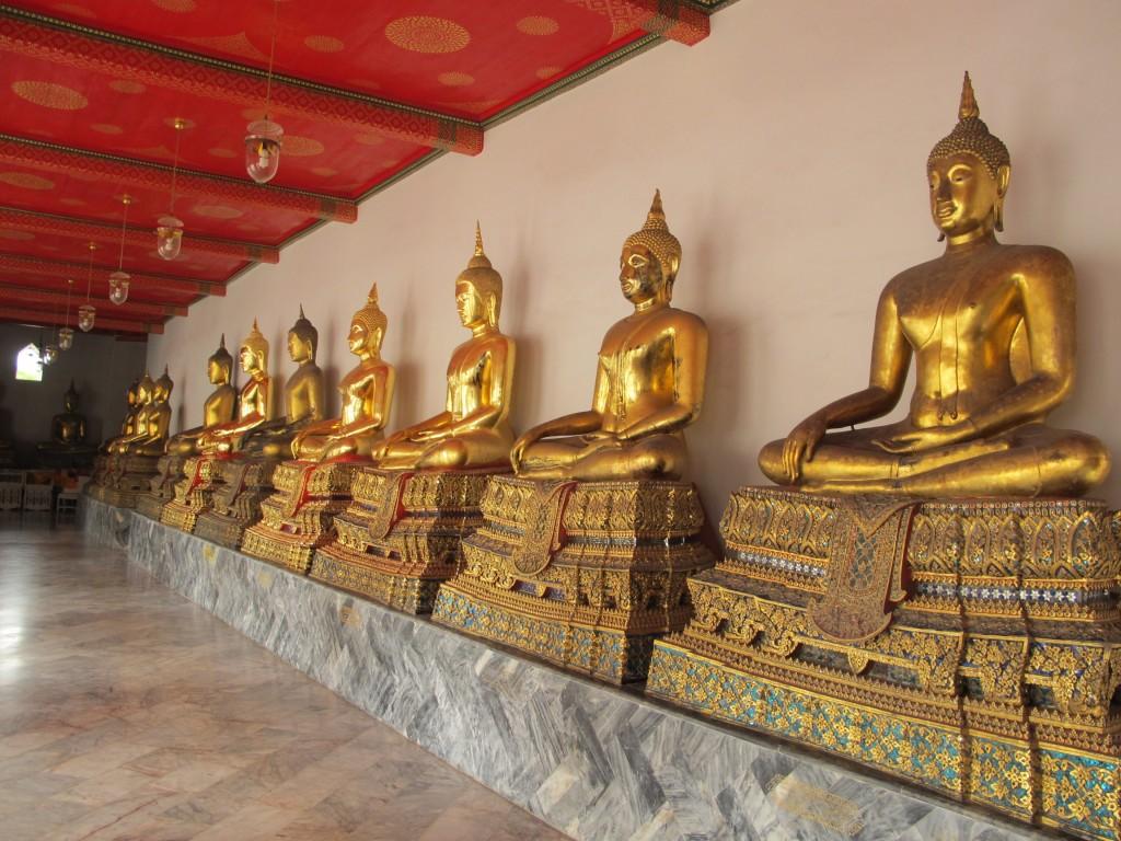 1000 statues