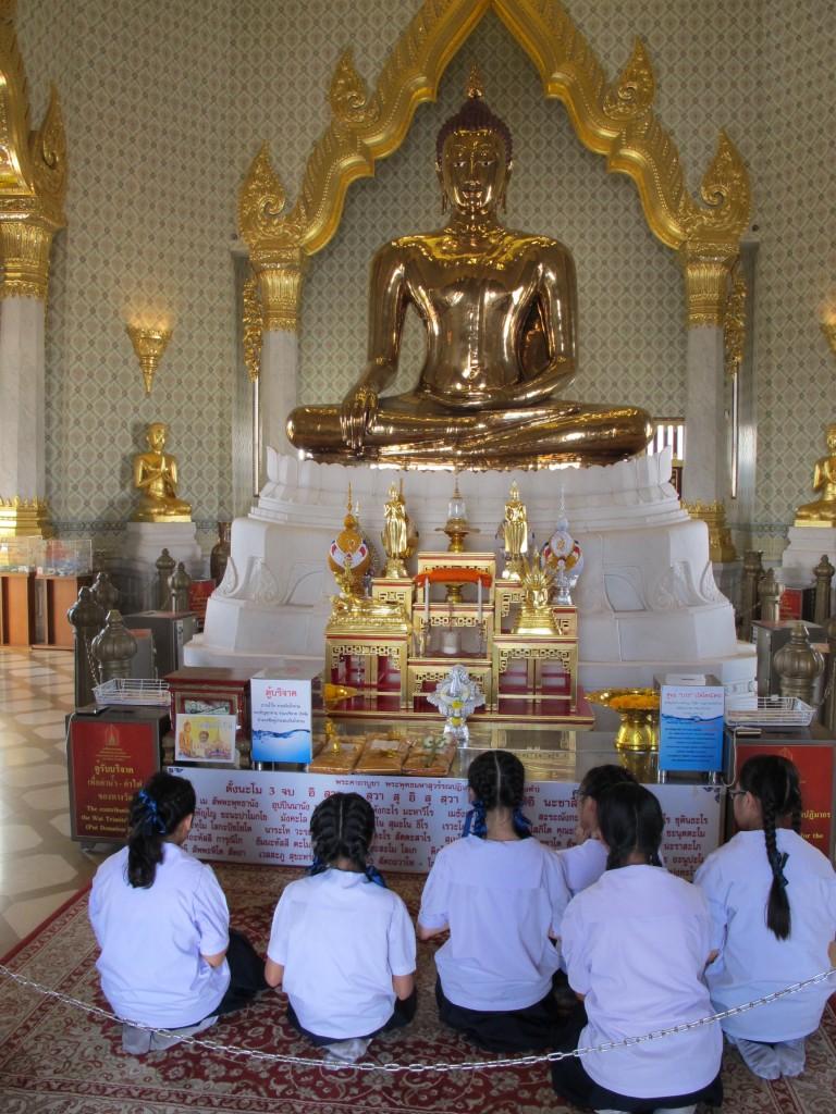 inside Wat Traimit
