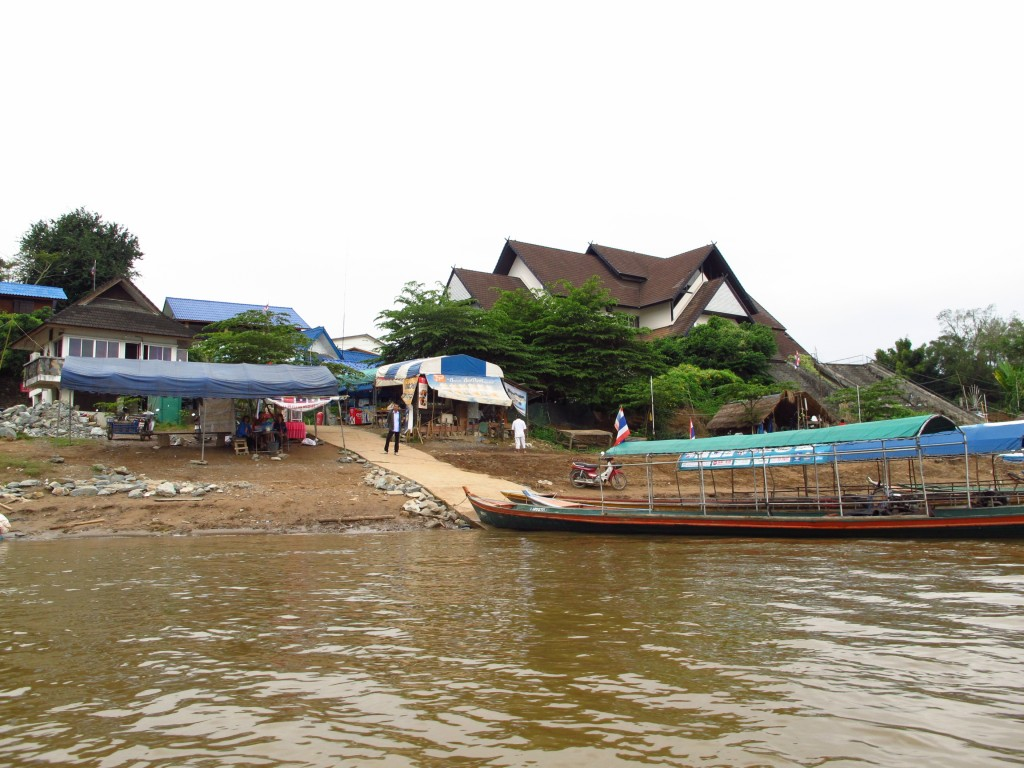 crossing the Mekong: Goodbye Thailand - hello Laos!